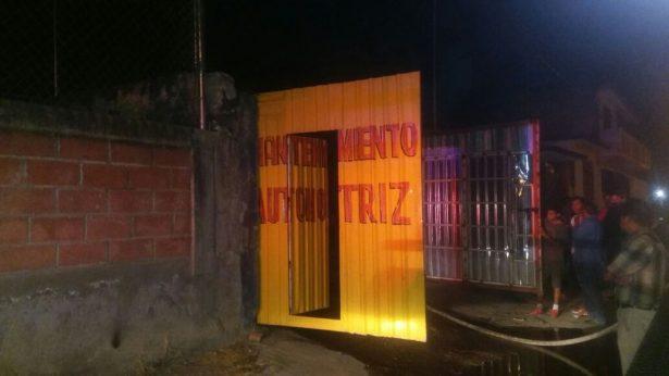 Se incendia taller mecánico en Jiutepec
