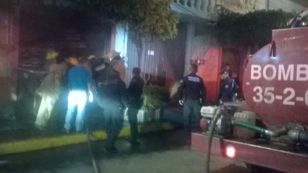 Se incendia establecimiento comercial en Cuautla
