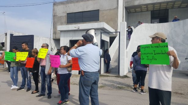 Protestan comerciantes en Jojutla