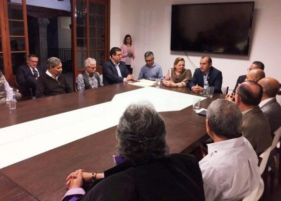 Se reúne Ángel Colín con notarios
