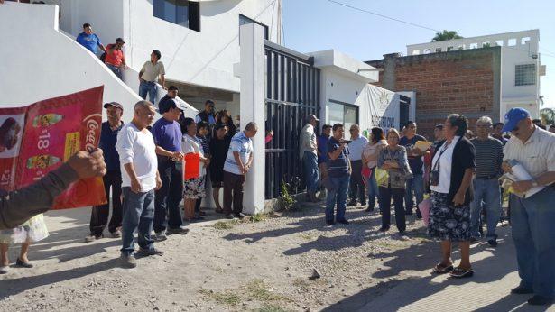 Comerciantes toman el Ayuntamiento de Jojutla
