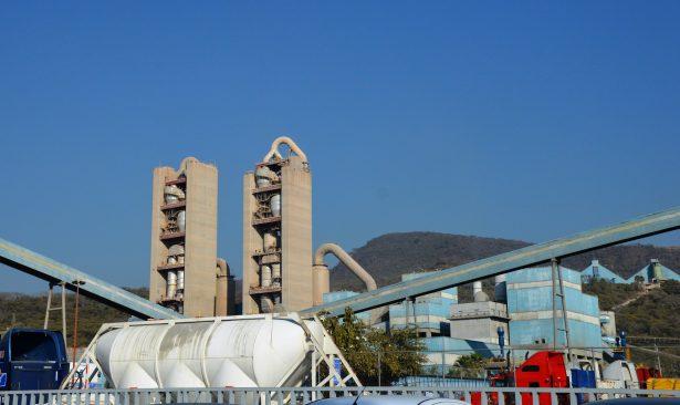 Censura Coparmex multa a Cementos