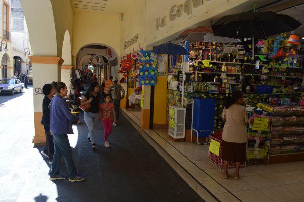 Cierre de calles afecta a comerciantes de Cuernavaca