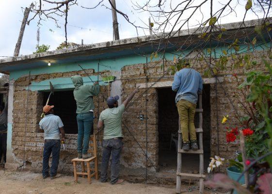 Refuerzan viviendas de Hueyapan