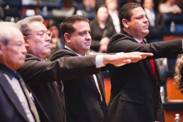 Es Miguel Lucia Espejo senador de la República