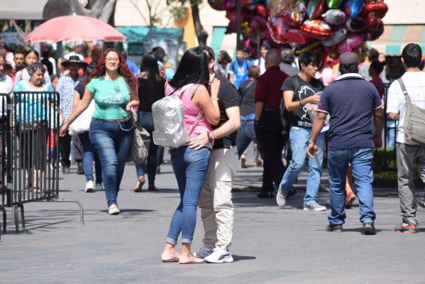 En el Centro Histórico de Cuernavaca, las parejas demostraron su amor/Jackeline López