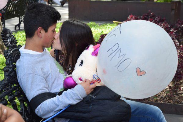 Las parejas disfrutaron de una tarde amena en el zócalo de Cuernavaca