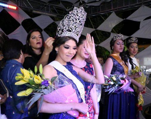 Coronaron a una reina por cada comparsa/ Angelina Albarrán