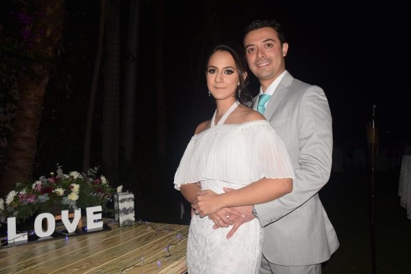 Unen su amor en matrimonio