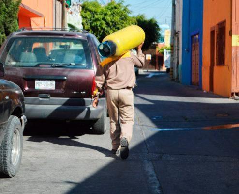Piden a la Profeco evitar la ordeña de tanques de gas