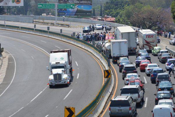 [VIDEO] Bloquean afectados por el 19S la autopista México-Acapulco