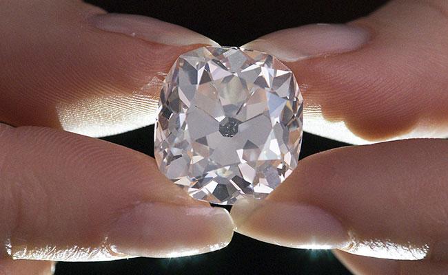 """¡Creían que anillo era de """"fantasía"""" y resultó tener diamante valiosísimo!"""