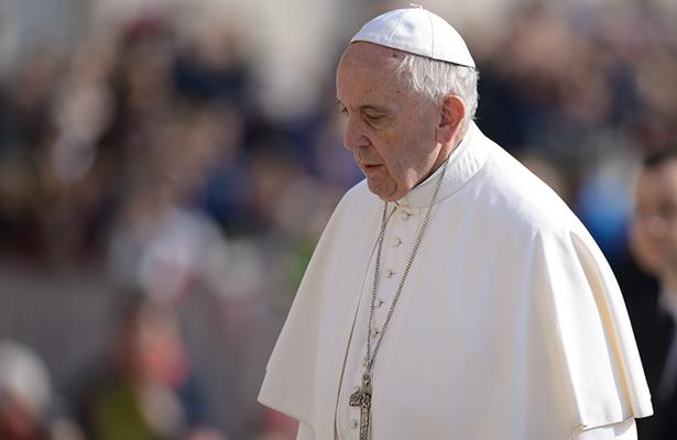 """[Video] Papa y líderes del mundo expresan su tristeza por """"bárbaro ataque"""" de Manchester"""