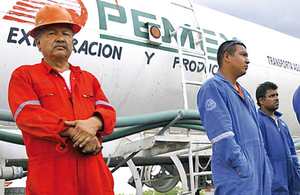 Pemex acepta que hay empleados involucrados con huachicoleros