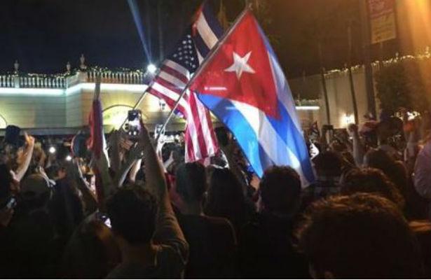 Tristeza en el Malecón; en Miami festejaron toda la noche