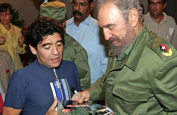 "Fidel Castro ""fue como mi segundo padre"": Maradona"