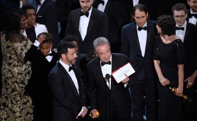 La Academia se disculpa por la confusión en premio a la mejor película