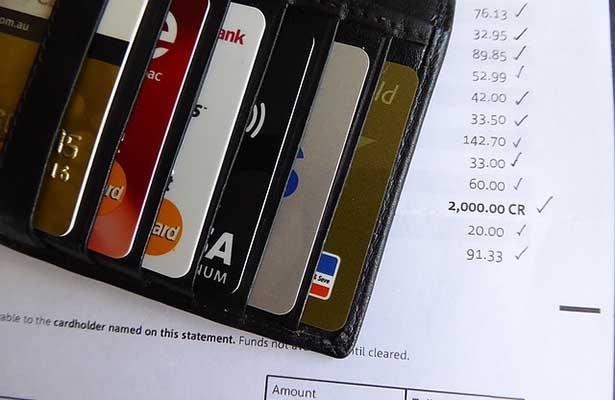 ¡Ojo con las tarjetas! Financiar compras con ellas eleva costos hasta 35%