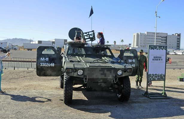 Fuerzas Armadas exponen equipo de combate