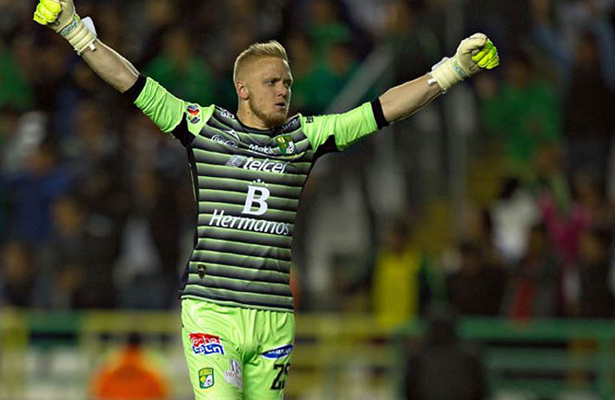 """León """"devora"""" 3-0 a Xolos y superlíder peligra en la liguilla"""