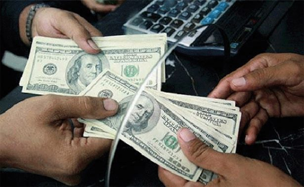 Dólar promedia en 19.02 pesos a la venta en el aeropuerto capitalino