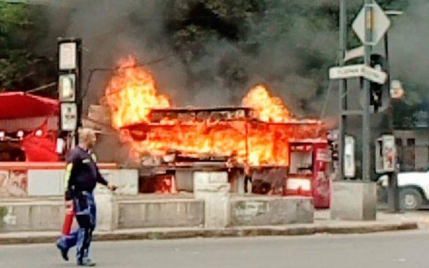 [Video] Transeúntes en pánico: se incendia puesto de comida en la Roma
