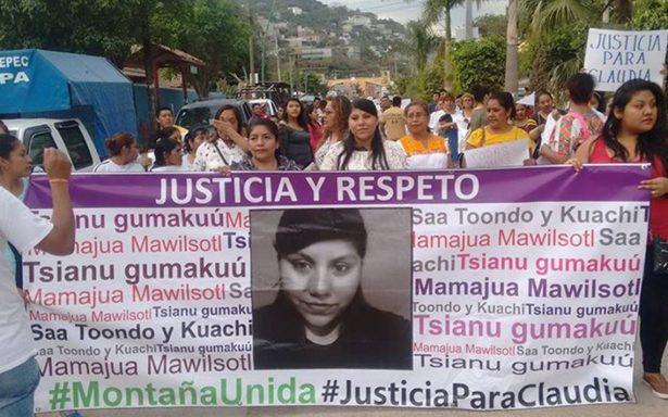 Claudia Juárez encabeza marcha tras acusaciones de violación a Yndira Sandoval