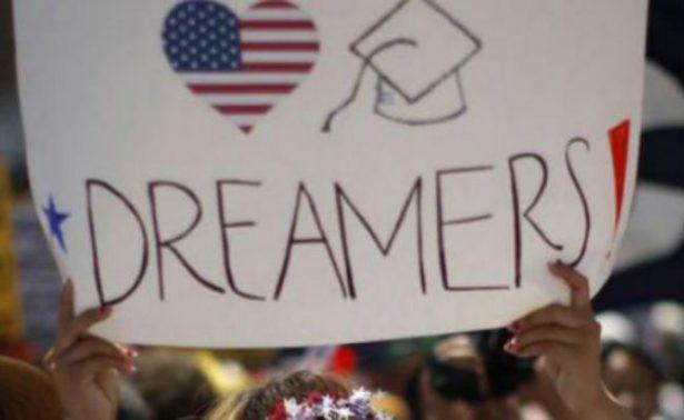 México celebra decisión de EU de mantener vigente del DACA