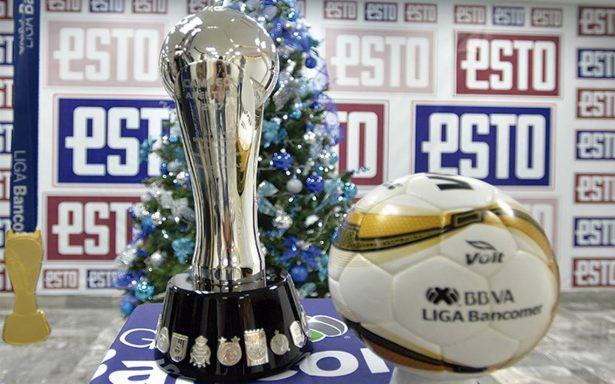¡De gala! El ESTO tuvo la oportunidad de recibir el trofeo de la Liga MX