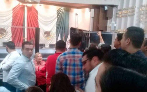Protestan en Congreso de Sonora ante posible aprobación del veto constitucional