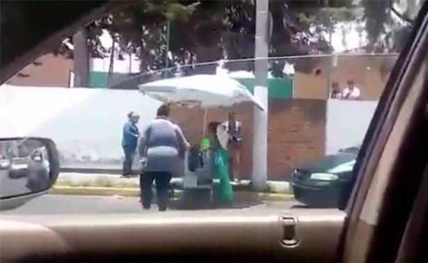 #Ladycomerciante agrede y retira puesto de mujer en la colonia Morelos