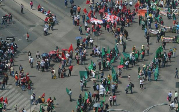 Maestros de la CNTE marchan hacia el Senado; exigen discutir Reforma Educativa