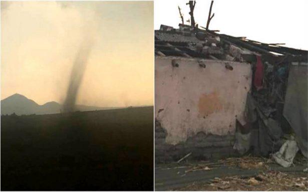 Tornado sorprende a habitantes del Edomex; deja cuantiosos daños materiales