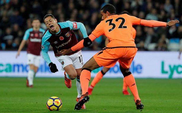 El Liverpool golea y hace ver mal al West Ham de 'Chicharito'