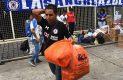 Integrantes de la Sangre Azul recolectan víveres