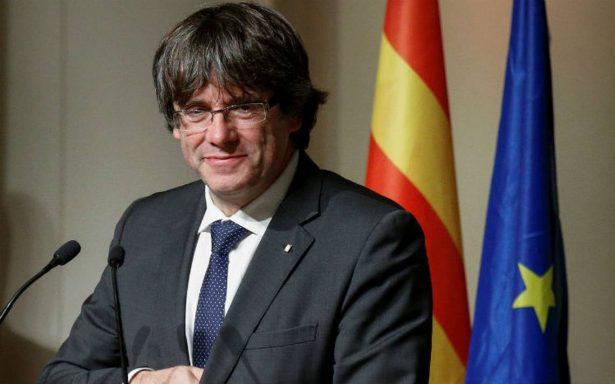 Puigdemont y Junqueras encabezan dos listas de los comicios catalanes