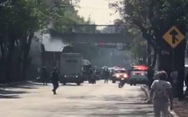 Bomberos sofocan incendio de camión de carga en Avenida Politécnico