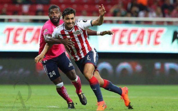 Oswaldo Alanís considera que falta de vacaciones en Chivas los afectó