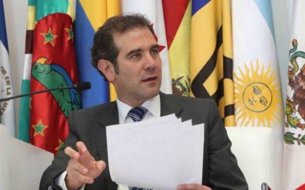 Córdova inicia gira por EU; promoverá credencialización de mexicanos