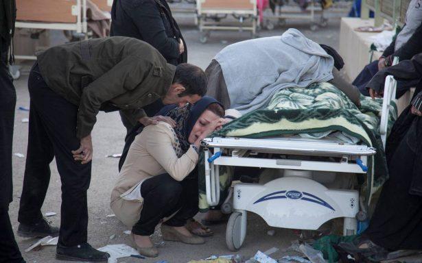 Entre frío y hambre, damnificados de Irán carecen de víveres tras sismo