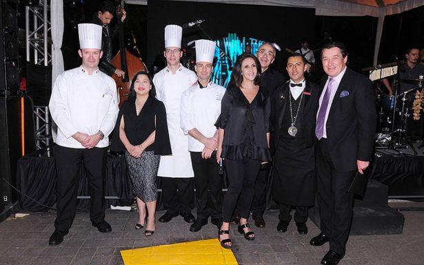 El famoso restaurante Au Pied de Cochon celebró su décimo octavo aniversario en México