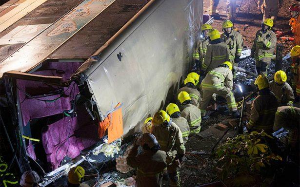 Reportan 18 Muertos y 62 heridos en accidente de autobús en Hong Kong