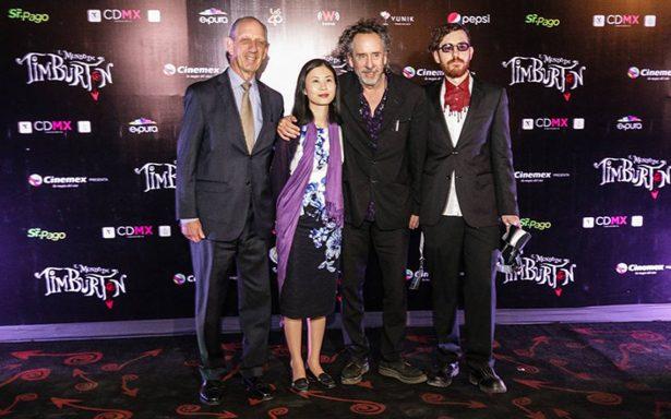 Tim Burton llevó a cabo la inauguración de la muestra El mundo de Tim Burton