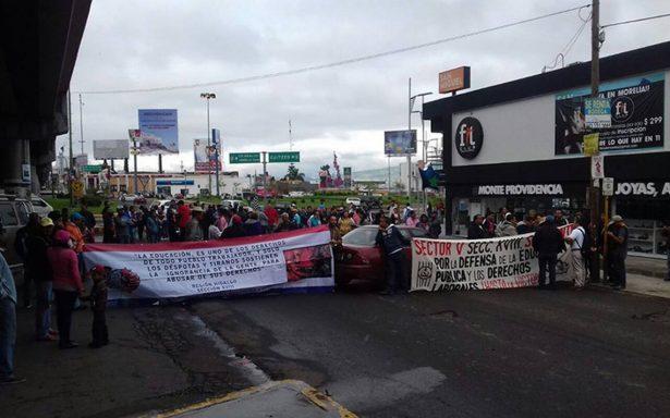 Bloquea la CNTE accesos a Morelia