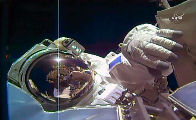 Culminan con éxito caminata espacial en la ISS
