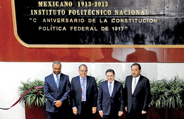 Develan letras doradas del Centenario de la Constitución de 1917