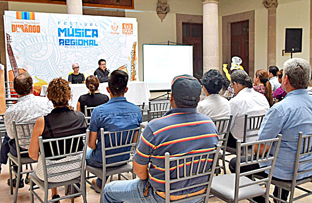 Dina Escajeda y Enrique Escajeda deleitaron con música y una amena charla en Museo de la Ciudad 450.