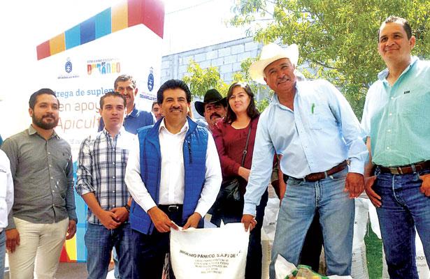 Entrega Enríquez apoyo a apicultores