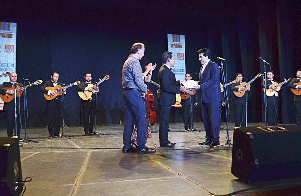 La Rondalla de Saltillo se presentó ante cientos de personas como parte de la clausura del Festival de Música Regional del IMAC.