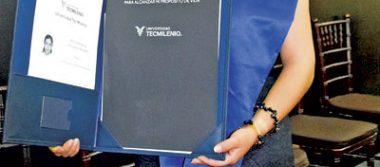 Melissa Angélica termina sus estudios de Licenciada en Comercio Internacional